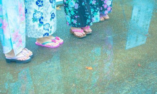 お祭りが雨でも浴衣で行きたい!下駄や傘でも問題ない?